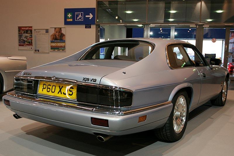 Jaguar XJ-S, sein unkonventioneller Stil und fehlendes Holz sorgten anfangs für Bedenken