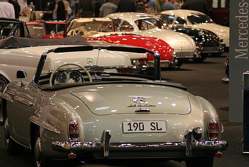 Mercedes Clubs auf dem Mercedes Messestande, vorne ein Mercedes 190 SL