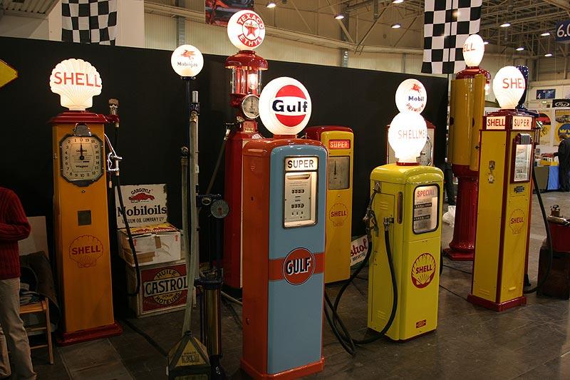 Tanksäulen-Ausstellung auf der Techno Classica 2007 in Essen