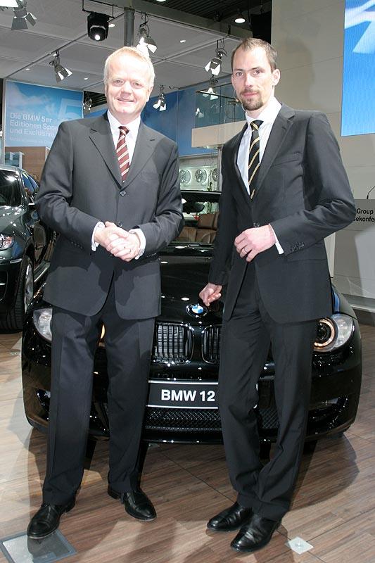 Philipp von Sahr vor dem neuen BMW 125i Cabrio