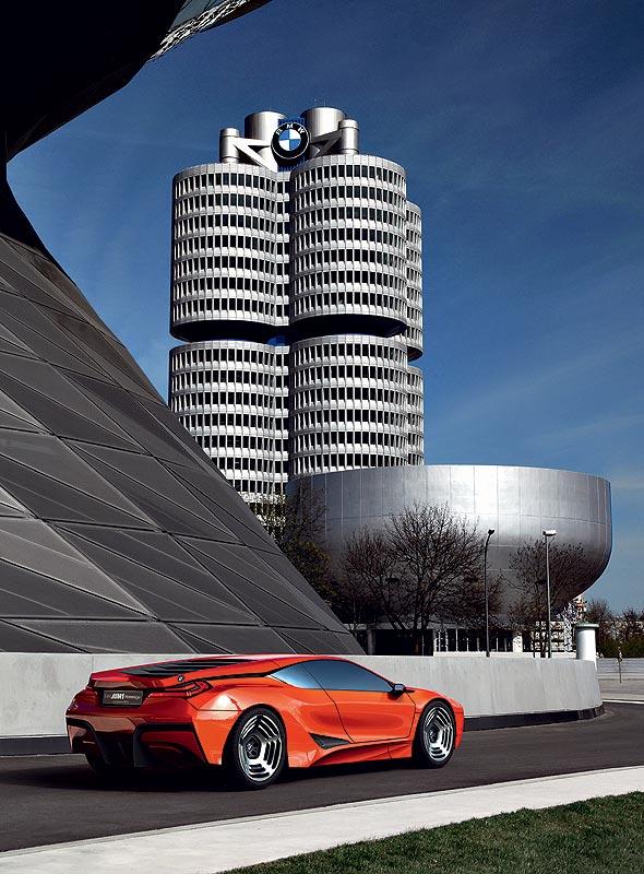 Hommage an den BMW M1, hier vor der BMW-Konzernzentrale in München