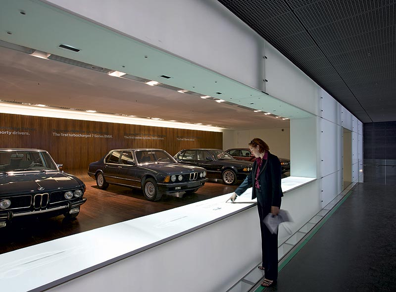 """Ausstellungsraum """"BMW 7er"""" im BMW Museum München"""