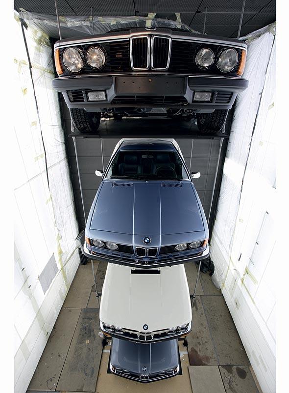 Fertigstellung des Baureihenturms im BMW Museum München