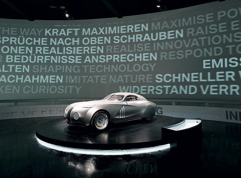 BMW 328 MM Concept Car 2006 in der visuellen Symphonie im BMW Museum München