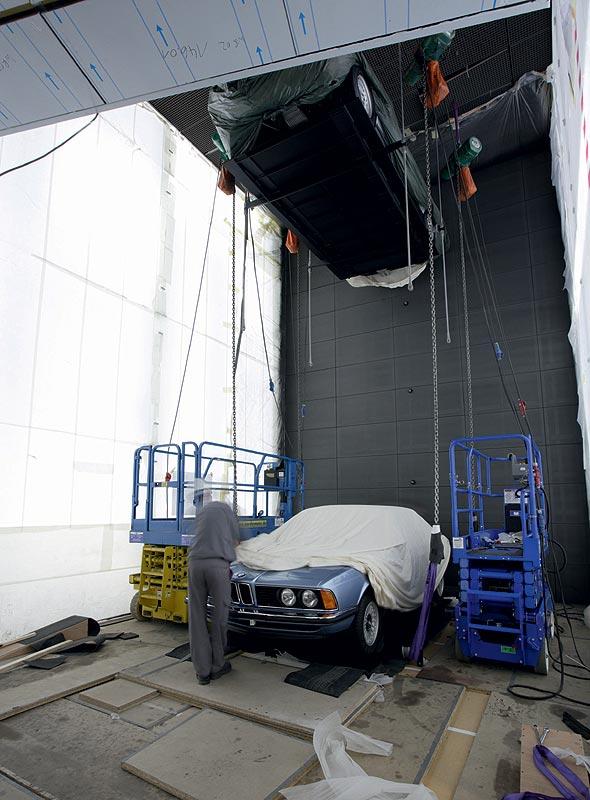 Einbringung des BMW 633 CSi in das BMW Museum München