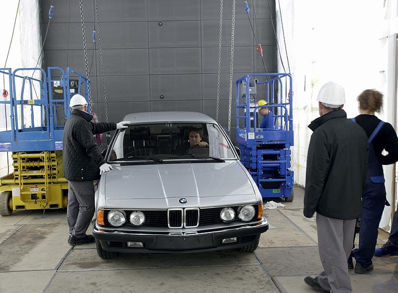 Einbringung des BMW 745i in das BMW Museum München