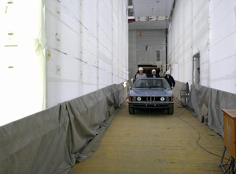 Einbringung des BMW CSi in das BMW Museum München