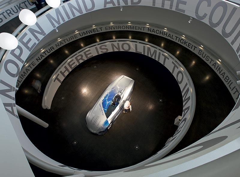Blick auf H2R Weltrekordfahrzeug im BMW Museum München