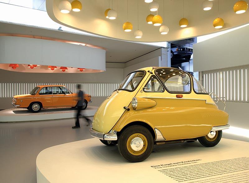 BMW Isetta 250 und BMW 2002 ti im BMW Museum München
