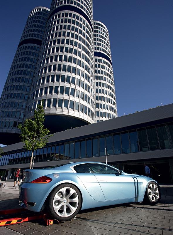 Einbringung des BMW Z9 in das BMW Museum München