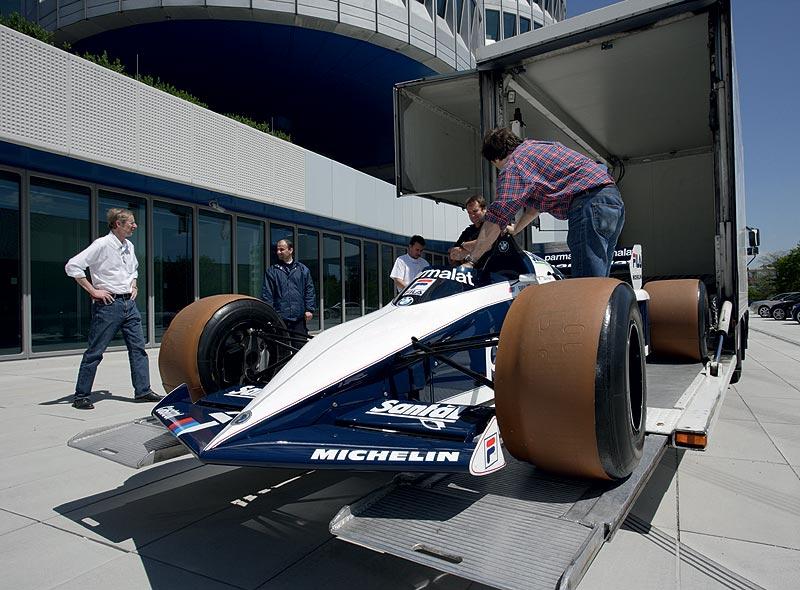 Einbringung des Brabham BT 52 in das BMW Museum München