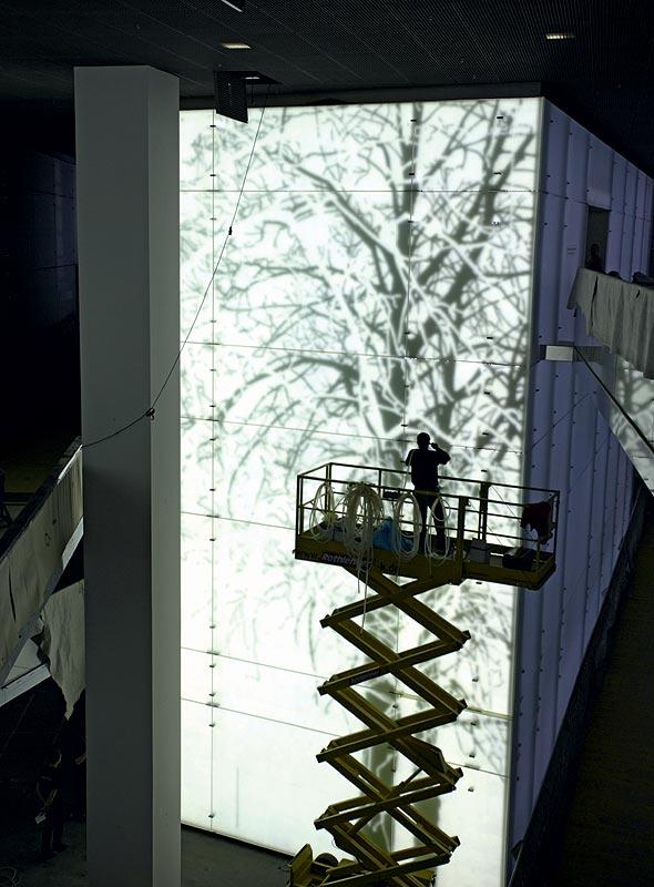 BMW Museum innen - Testbespielung der LED Wände im Central Space