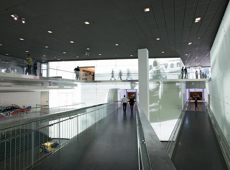 LED Bespielung im Central Space des BMW Museums München