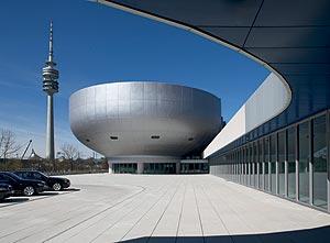 Bmw museum die architektur h user br cken stra en und for Architektur rampe