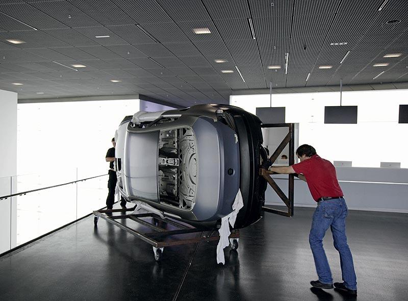 Einbringung Karosserie BMW M6  in das BMW Museum München