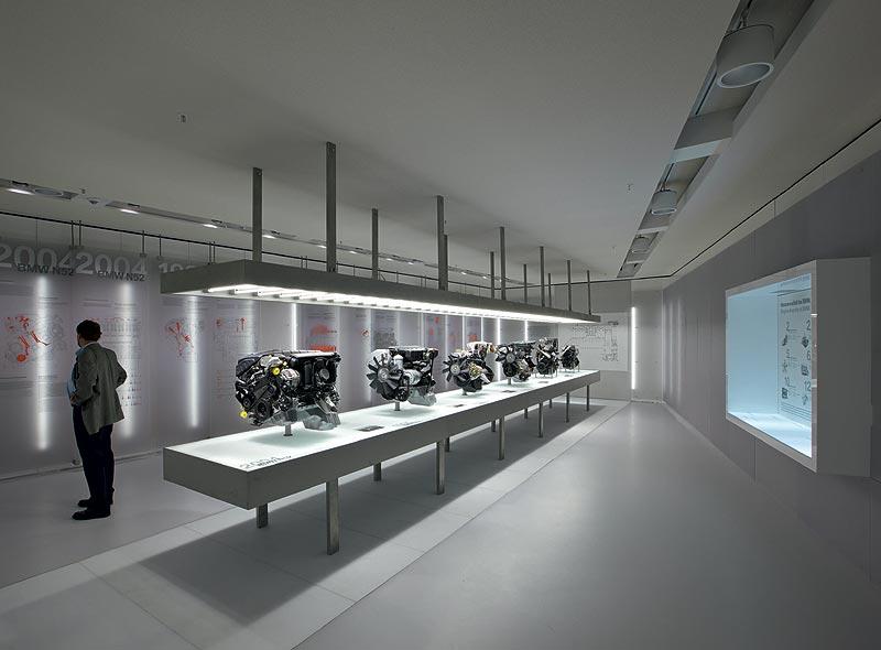 """Ausstellung """"Motoren"""" im BMW Museum München"""