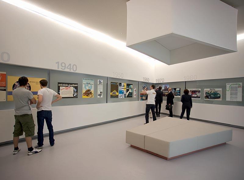"""Ausstellungsraum """"Werbung"""" im BMW Museum München"""
