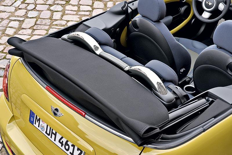 MINI Cooper S Cabrio, Überrollbügel fahren in Sekundenbruchteilen aus