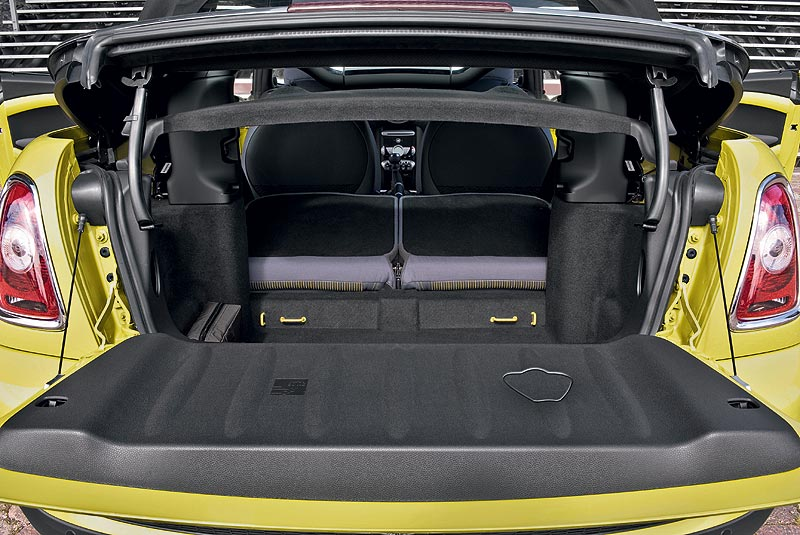 MINI Cooper S Cabrio, Easy Load System mit Durchladefunktion
