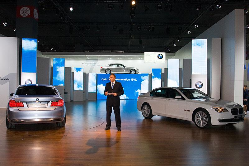 BMW Vorstandsvorsitzender Dr. Norbert Reithofer stellt die neuer 7er-Reihe als Weltpremiere auf dem Pariser Autosalon vor