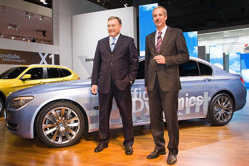 Dr. Norbert Reithofer mit Dr. Klaus Draeger am neuen BMW 7series Concept Active Hybrid