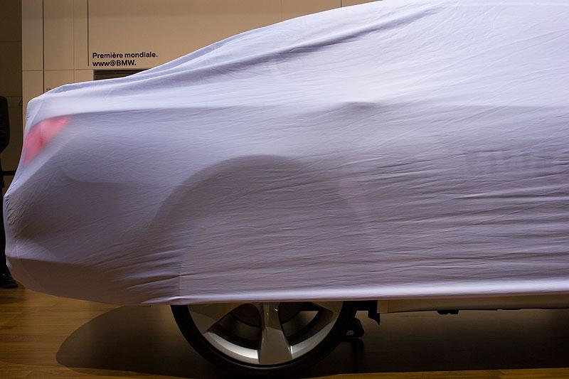 BMW 740i vor seiner Enthüllung auf dem Pariser Autosalon