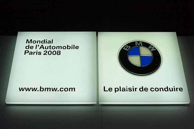 BMW Leucht-Schild in Paris