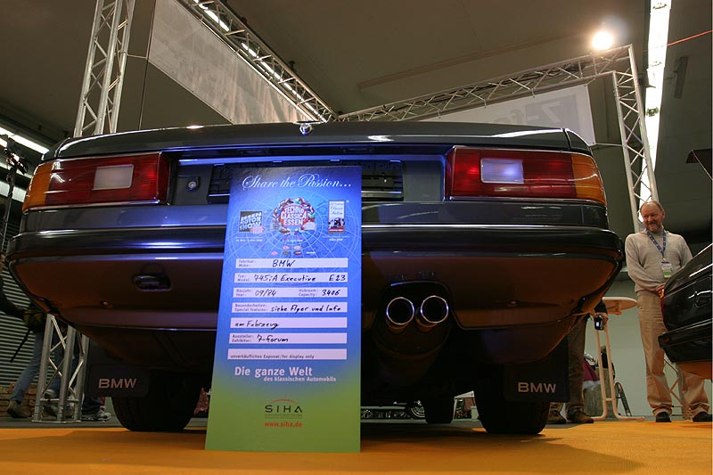 BMW 745i Executive mit Techno Classica Info-Schild