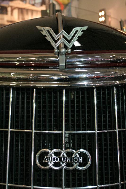 Auto Union Emblem im Kühlergrill des Wanderer W 25 K