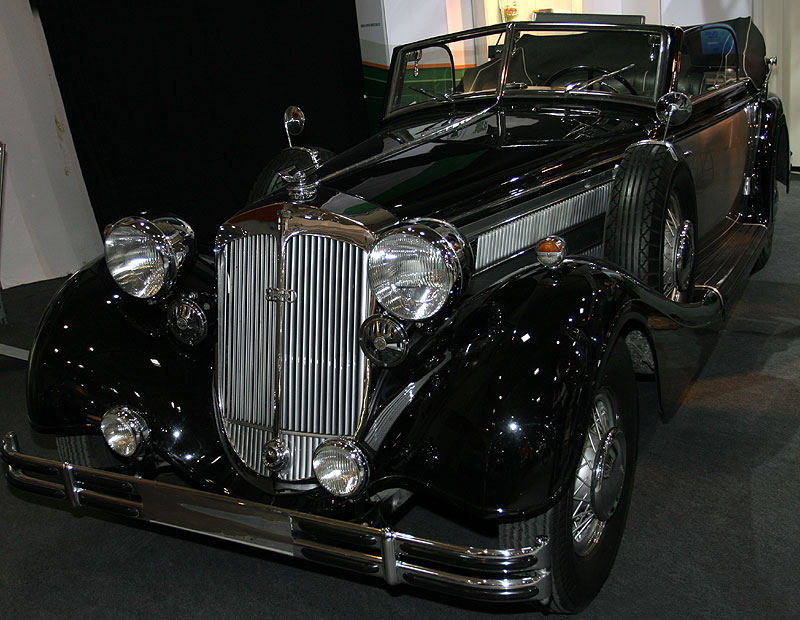 Horch 853 A, Bj. 1938, 8-Zylinder-Reihen-Motor, 4.944 cccm, 120 PS, 135 km/h, 2.630 kg, 15.290 Reichsmark
