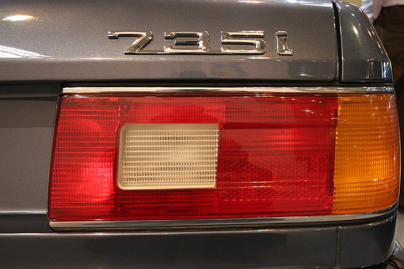 BMW 735i, Typenschild am Heck, Techno Classica 2008