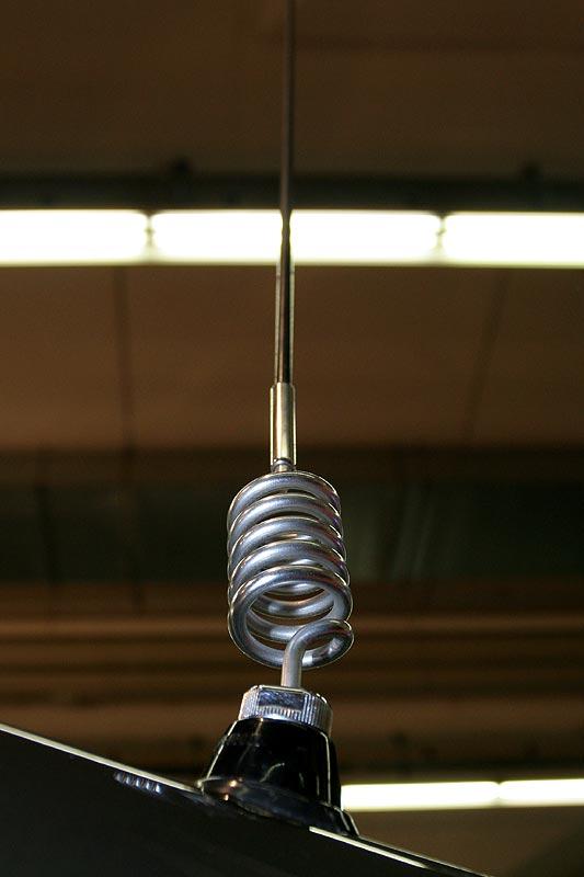 B2-Telefon-Antenne am Kofferraum