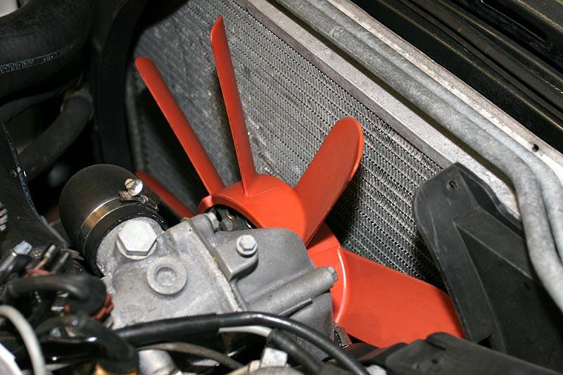 rotes Lüfterrad ist Standard im BMW 745iA Executive