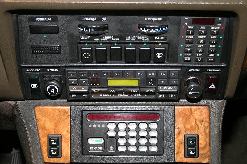 Mittelkonsole mit B2-Telefon im BMW 745iA Executive