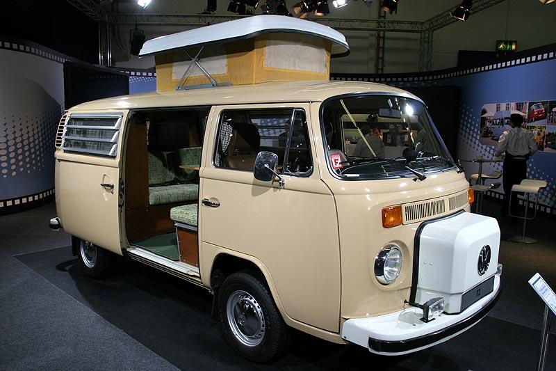VW T2 Selbstausbau mit Westfalia Hubdach aus dem Jahr 1979, 4-Zylinder-Boxer, luftgekühlt