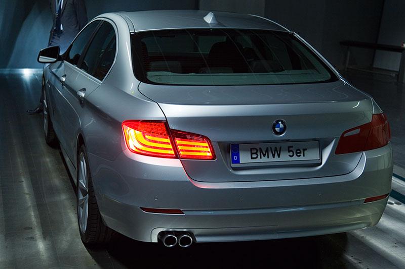 Modell eines BMW 5er, u. a. aus Aluminium gefertigt