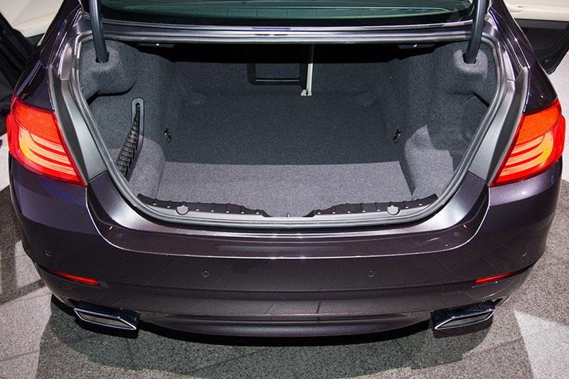 BMW 550i (F10), Kofferraum