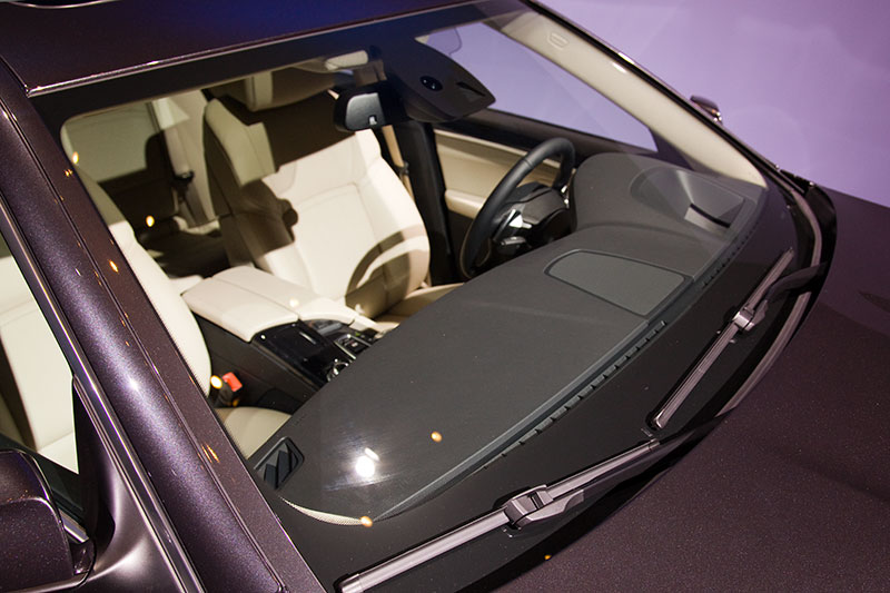 Frontscheibe BMW 5er mit deutlich sichtbaren Scheibenwischern