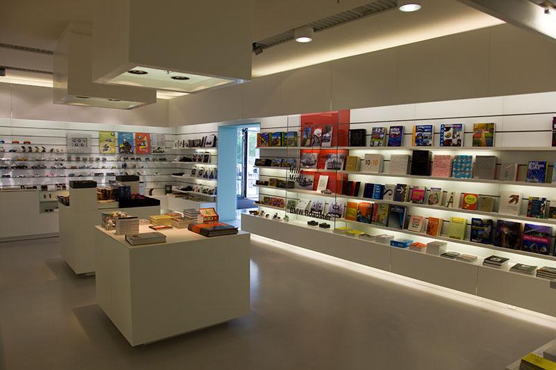 BMW Museum, Shop im Eingangsbereich
