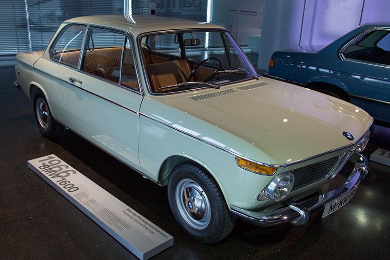 BMW 1600, Bauzeit: 1966-75, Stückzahl: 266.802 (inkl. 1602), 4-Zyl.-Reihenmotor, Hubraum: 1.573 ccm, 63 kW / 85 PS bei 5.700 U/Min., vmax: 160 km/h