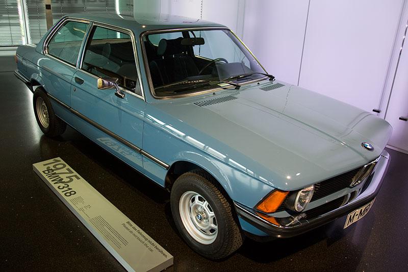 BMW 318, Bauzeit: 1975-80, Stückzahl: 93.209, 4-Zyl.-Reihenmotor, Hubraum: 1.766 ccm, 72 kW / 98 PS bei 5.800 U/Min., vmax: 165 km/h