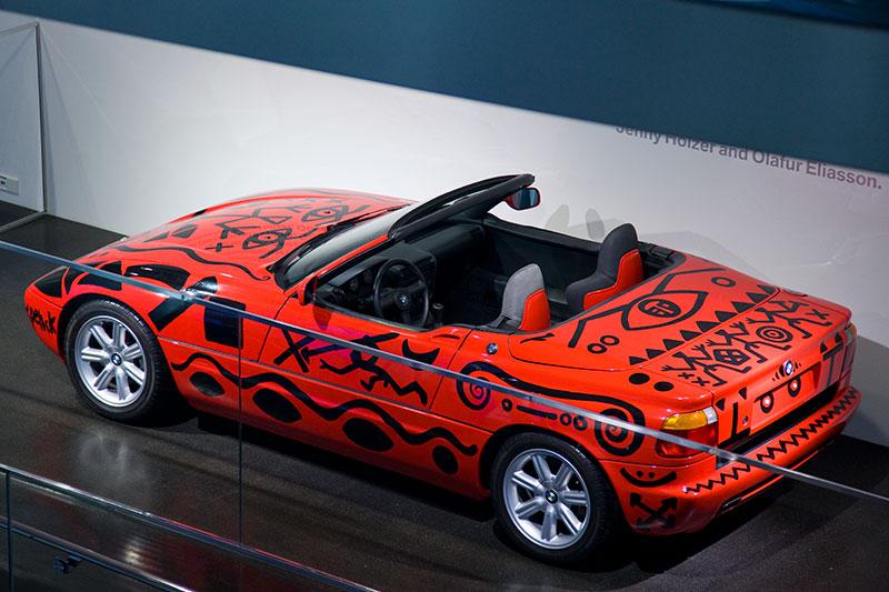 neben dem BMW Z1 Art Car von A.R. Penck ist auch noch das BMW Art Car von Alexander Calder im BMW Museum zu sehen