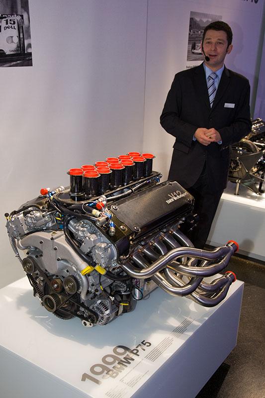 BMW Sportwagen Rennmotor P75 aus dem Jahr 1999, V12-Zylinder, Hubraum: 5.990,5 ccm, 670 Nm bei 4.500 U/Min., 580 PS bei 6.500 U/Min.