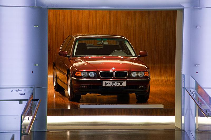 BMW 730d der Modellreihe E38 im BMW Museum München