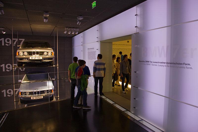 BMW 7er Ausstellung in einem separatem Bereich (rechts)
