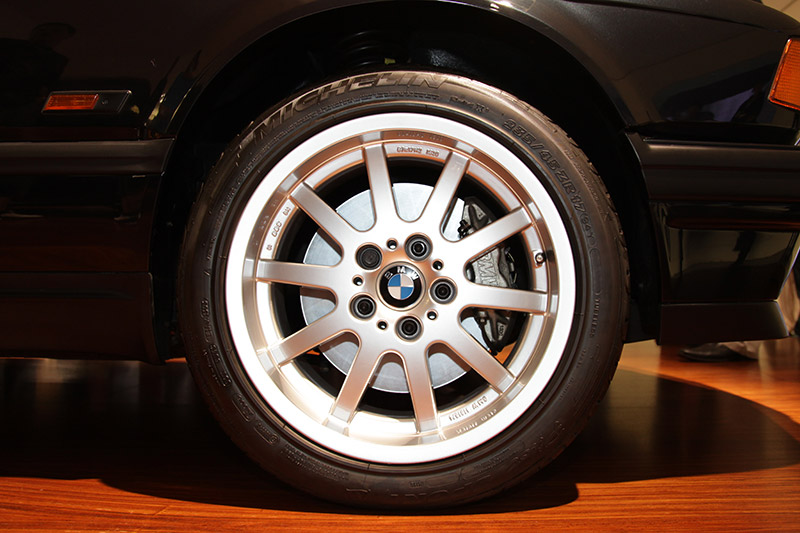 auffälliges Rad am BMW 750i (E32), welches nicht Standard war