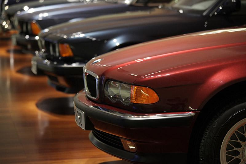 BMW 7er-Reihe, vorne der 730d aus der dritten 7er-Modellreihe E38, in der erstmals ein Dieselmotor eingeführt wurde