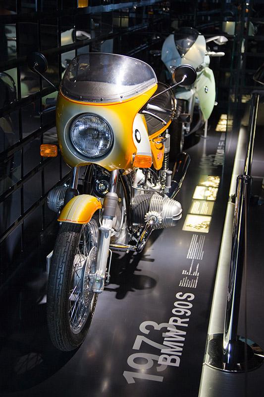 BMW R 90 S aus dem Jahr 1973, Hubraum: 898 ccm, 67 PS, vmax: 195 km/h, im Ausstellungsraum 'Schatzkammer'
