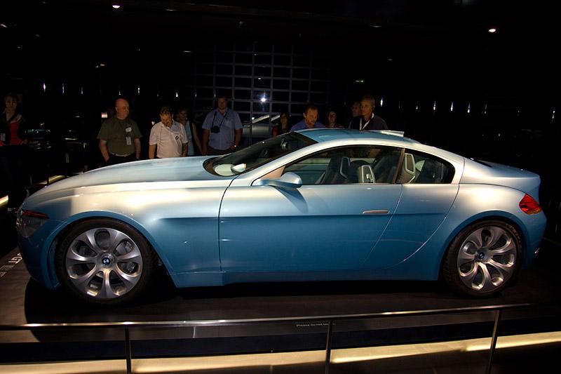 Mit einer Kombination aus Präsenz, Dynamik und skulpturhafter Gestaltung interpretiert der BMW Z9 GT klassische BMW Designelemente neu.
