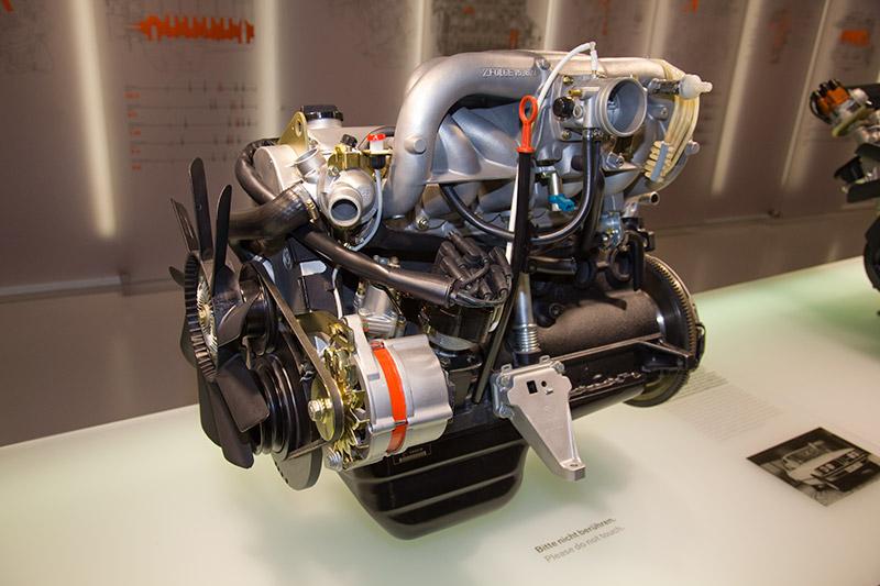 BMW M20 Motor, Bauzeit: 1978-85, verbaut z. B. im BMW 323i, Hubraum: 2.315 ccm, 143 PS bei 6.000 U/Min., 190.3 Nm bei 4.500 U/Min.